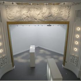 scenographie galerie espace art le comoedia brest exposition contemportain art patrimoine historique culture sculptures bas relief cinema theatre batiment art deco