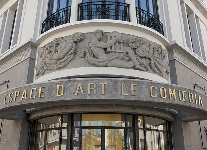 Espace d'art le Comoedia facade bas relief jean rene debarre michel ouchacoff art contemporain galerie espace art le comoedia brest finistère tourisme culture