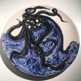 Assiette poulpe bleue art le Comoedia exposition noir est une couleur art urbain art contemporain Brest finistère sculpture