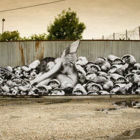 Le repos de 13Bis artiste de la galerie espace art le Comoedia Brest exposition art urbain street art ange yeux