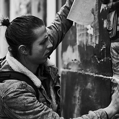 Levalet portrait photographie artiste de la galerie espace art le Comoedia Brest exposition art urbain street art collagiste