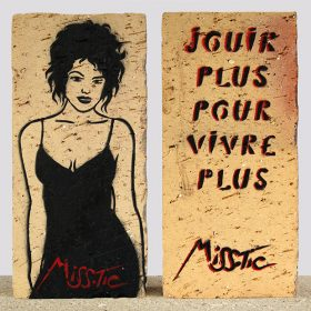 Jouir plus pour vivre plus de Miss Tic Pochoir sur brique artiste de la galerie espace art le Comoedia Brest exposition art urbain street art