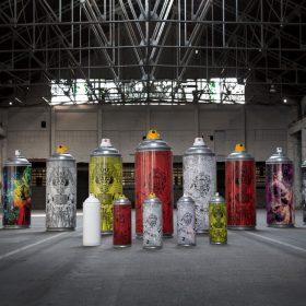 Bombes aerosoles sculptures surdimentionnees de Julien Soone artiste de la galerie art le Comoedia exposition art urbain