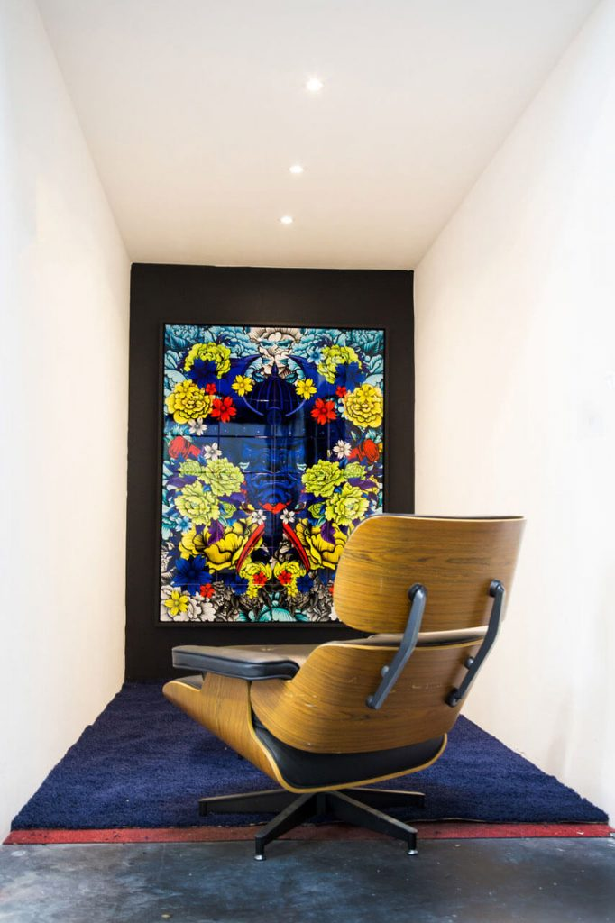 Tableau ceramique de Julien Soone artiste de la galerie espace art le Comoedia de Brest exposition art urbain