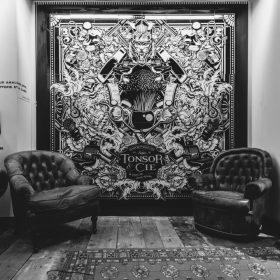 Travail ceramique noir et blanc de Julien Soone artiste galerie espace art le Comoedia exposition art urbain