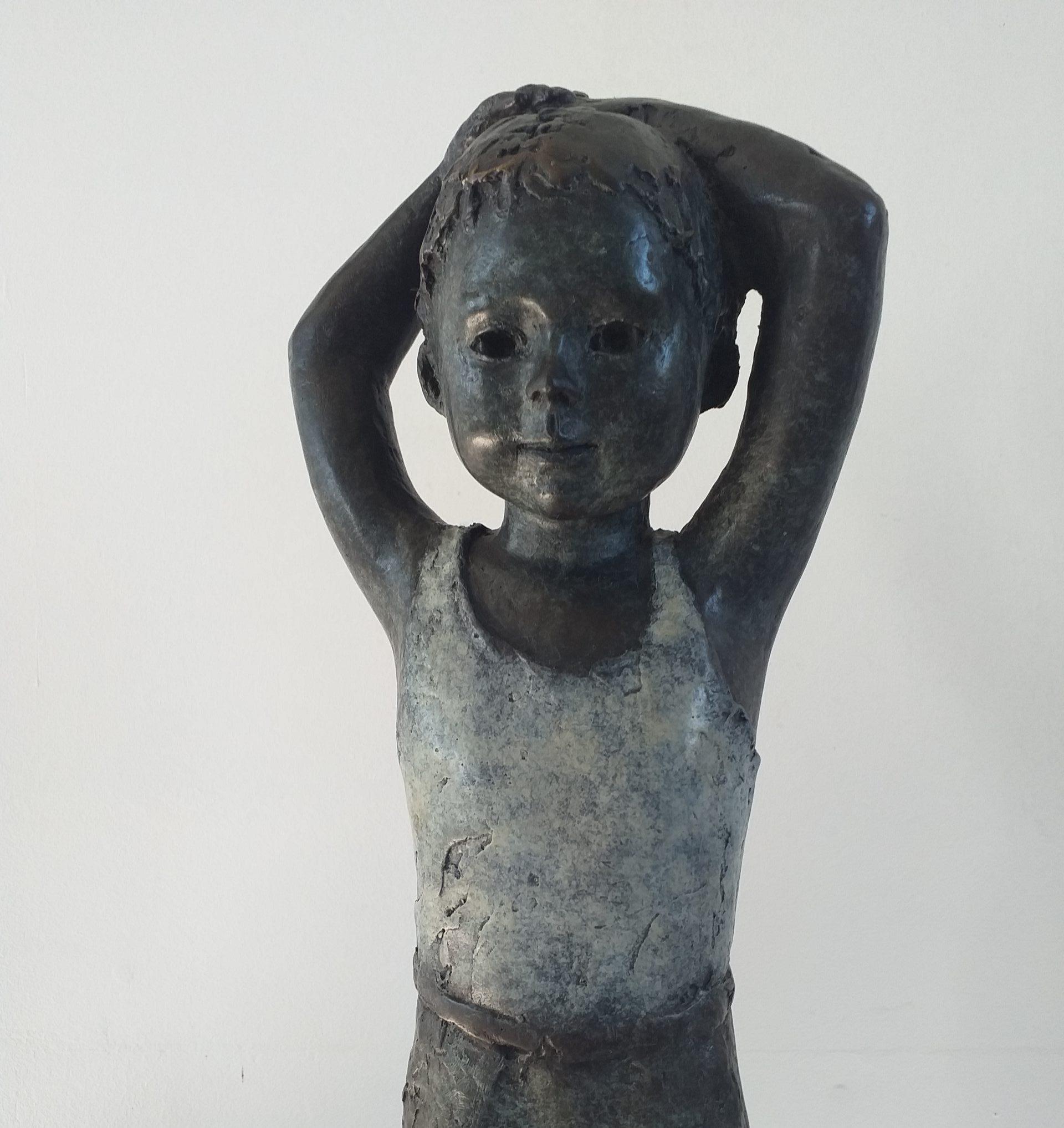Sculpture Martine Kerbaole Petit garçon en marcel