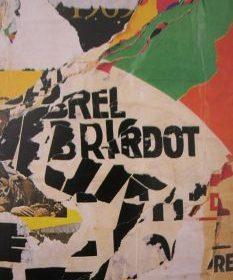 Aquagravure Jacques Villeglé texte en noir sur formes vertes rouges blanches jaunes