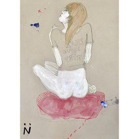 Peinture Neila Serrano femme assis de dos sur une couverture roser sans pantalon et avec un t-shirt