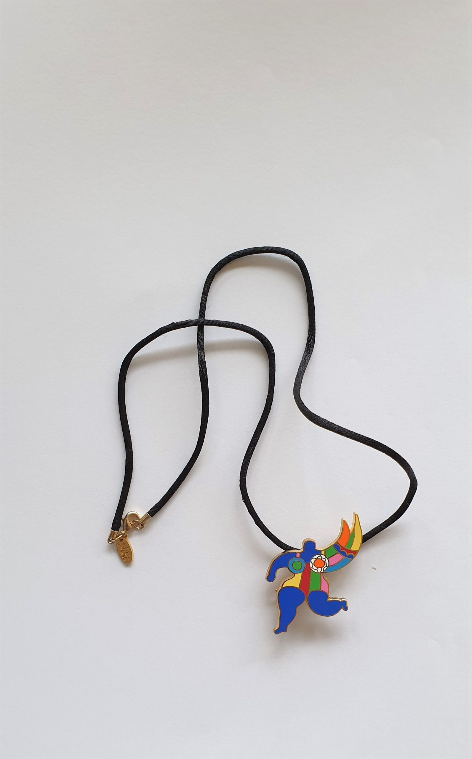 Colliers - Niki de Saint Phalle - Femme colorée - bleue, jaune, rouge, rose, vert, orange