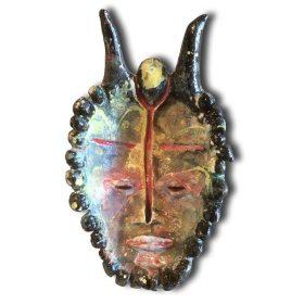 Sculpture - Marc Piano - Masque africain - forme de visage avec des cornes - marron