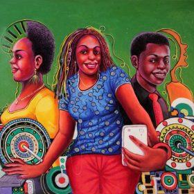 Peinture - Shula Mosengo - Femmes sur téléphone ou ordinateur - homme regarde le spectateur - fond vert