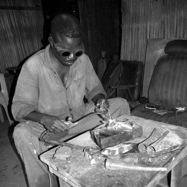 Portrait Didier AHADJI - Sculpteur - Atelier - Soudure