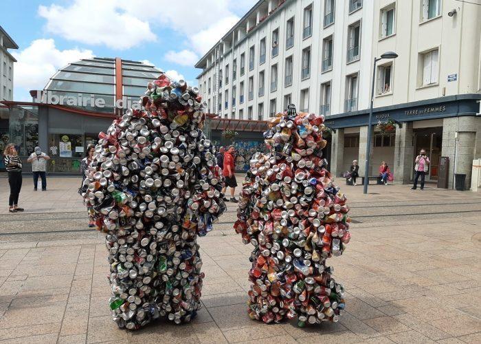 Brest : deux hommes cannettes créent la surprise en centre-ville
